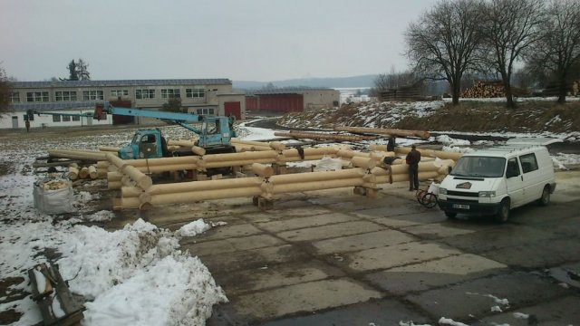 28.2.2013 - začala stavba dalšího srubu